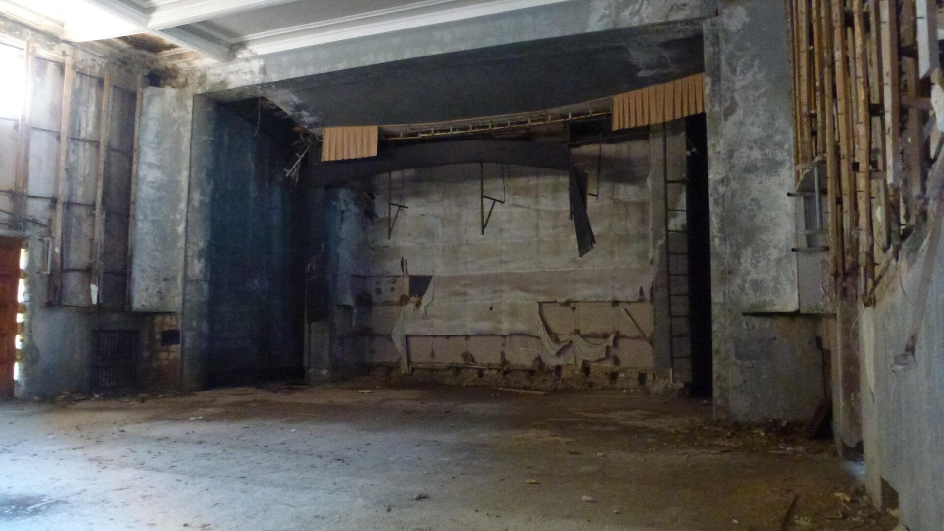 Зимний театр вГагре