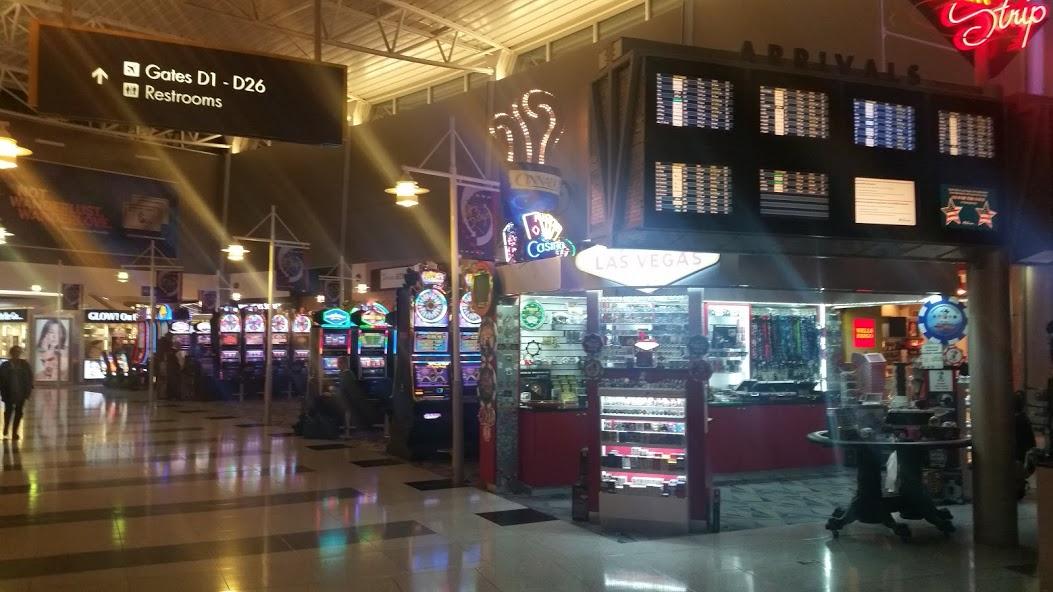 Игровые автоматы прямо в зале ожидания аэропорта