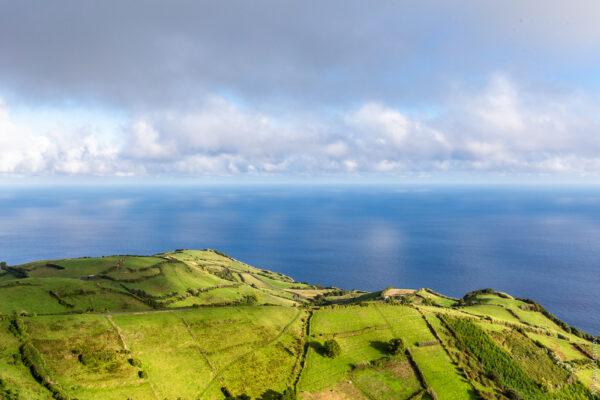 Азорские острова. Позеленым холмам искалистым берегам