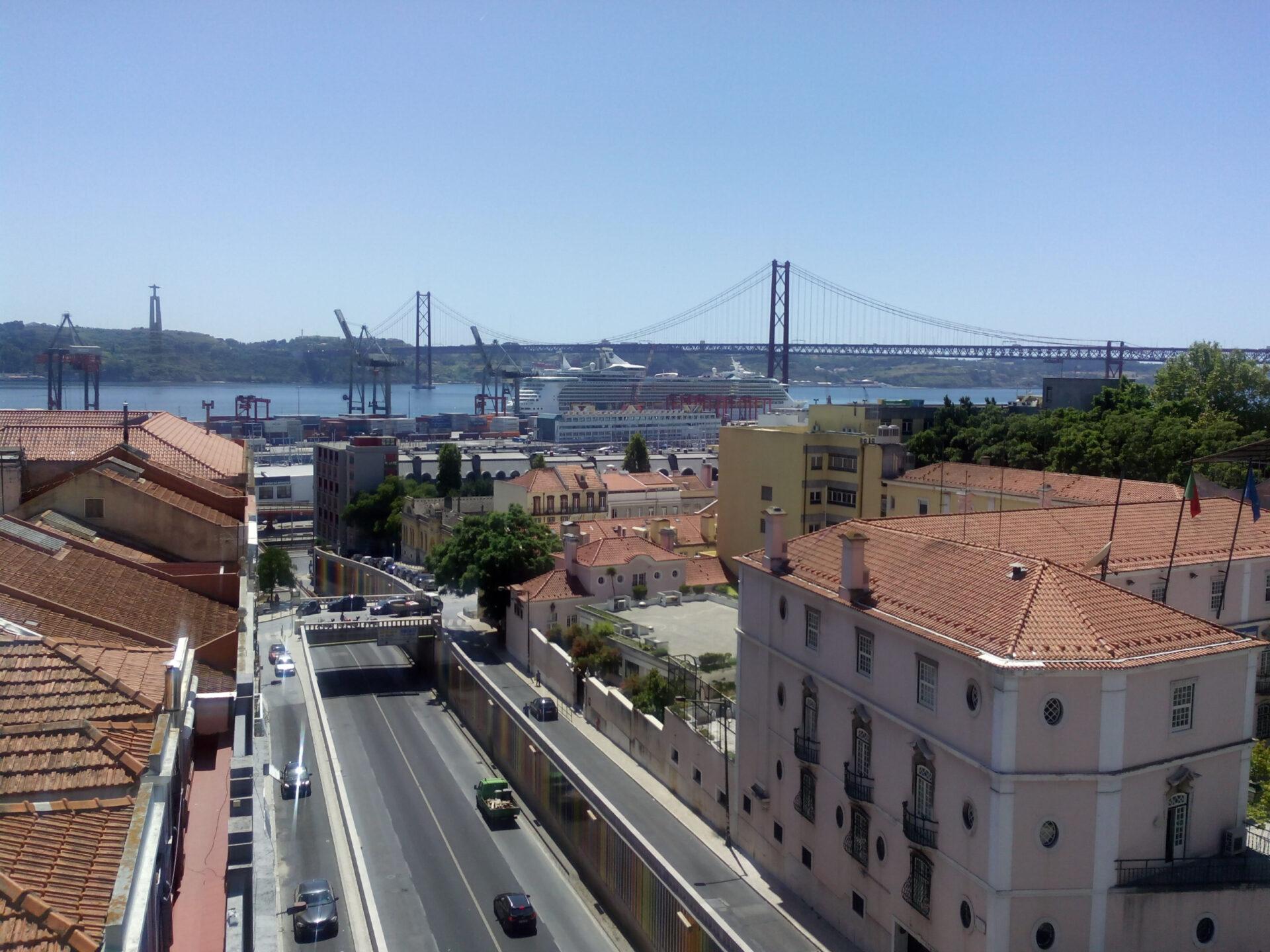 Португалия. Лиссабон имыс Рока, самая западная точка Европы.